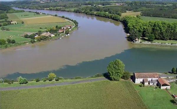 confluence de deux rivières